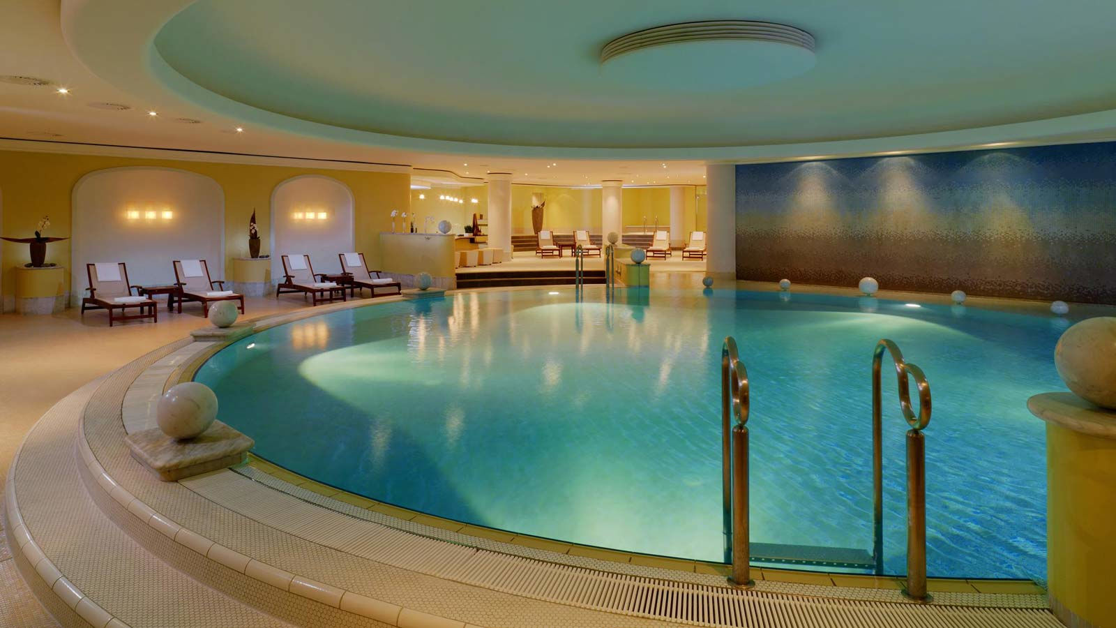 Indoorpool im The Westin Grand Wellnesshotel Berlin