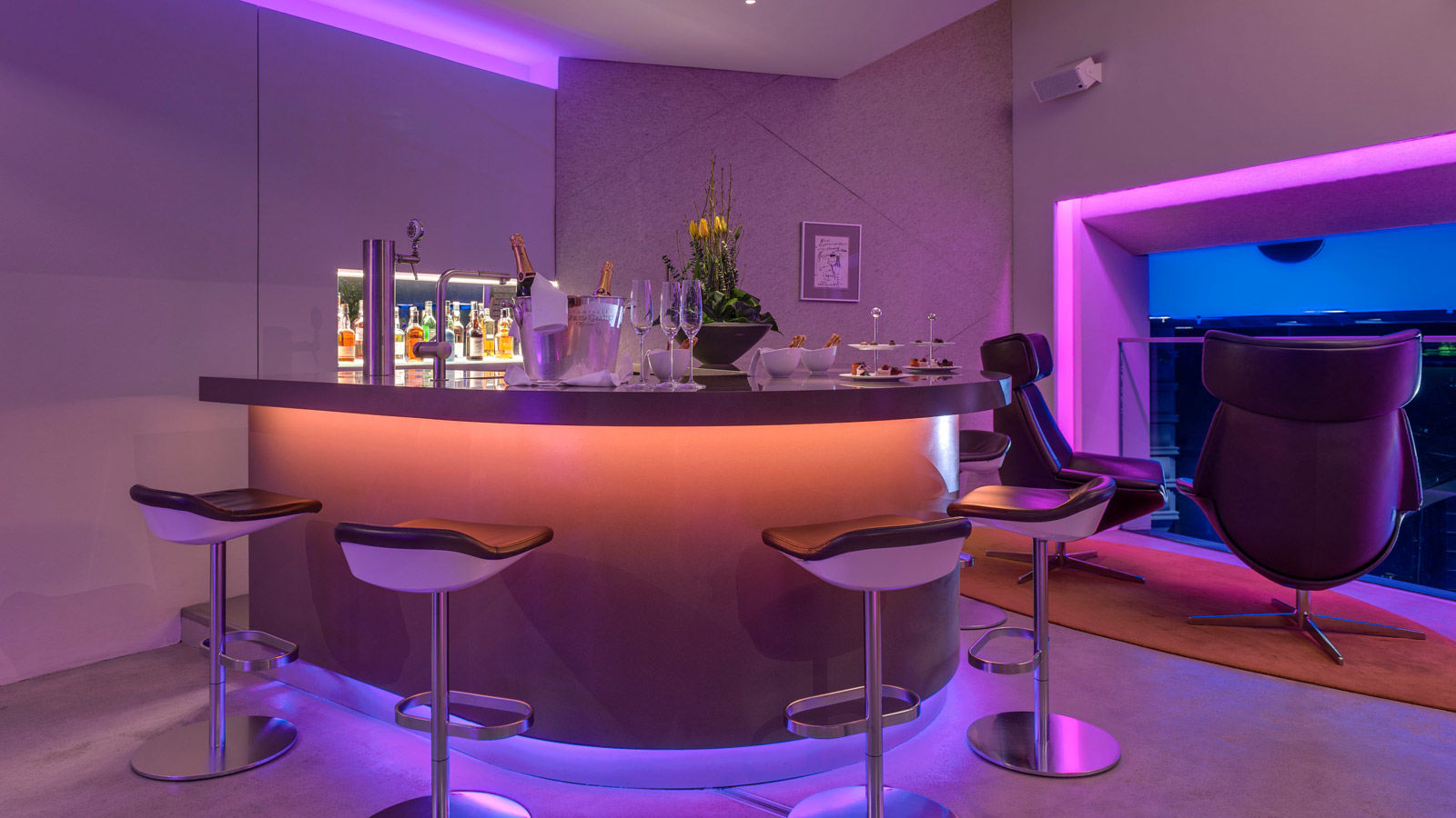City Tipp des The Westin Grand Hotel Berlin - Wall Sky Lounge im Friedrichstadt-Palast